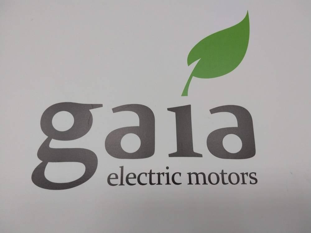 Gaia Electric Motors é um startup 100% brasileira que quer acelerar o desenvolvimento do transporte sustentável no Brasil. O Gaia é um veículo elétrico com três rodas, inovador e moderno. Ele te permite pegar estrada e acelerar até 130km/h com segurança. Sua autonomia de 200Km é ideal para quem reside em cidades periféricas a grandes centros urbanos.   [157263998315726399834555250584.jpg]