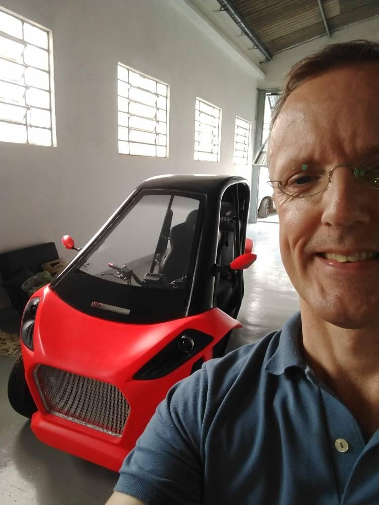 Gaia Electric Motors é um startup 100% brasileira que quer acelerar o desenvolvimento do transporte sustentável no Brasil. O Gaia é um veículo elétrico com três rodas, inovador e moderno. Ele te permite pegar estrada e acelerar até 130km/h com segurança. Sua autonomia de 200Km é ideal para quem reside em cidades periféricas a grandes centros urbanos.   [15726400921572640092957131441.jpg]