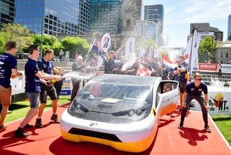 Solar Team Eindhoven (Holanda), vencedor da classe Cruiser do Bridgestone World Solar Challenge! [157235267415723526745279593773.jpg]