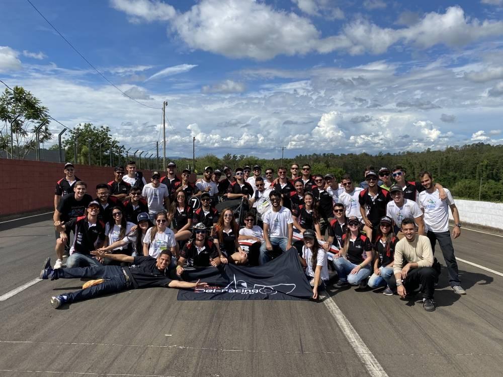 Fundada em 2011, a equipe Fórmula Del-Racing UFSJ é formada por estudantes de engenharia e de ciências econômicas da Universidade Federal de São João del Rei. [161239846116123984616185206386.JPG]