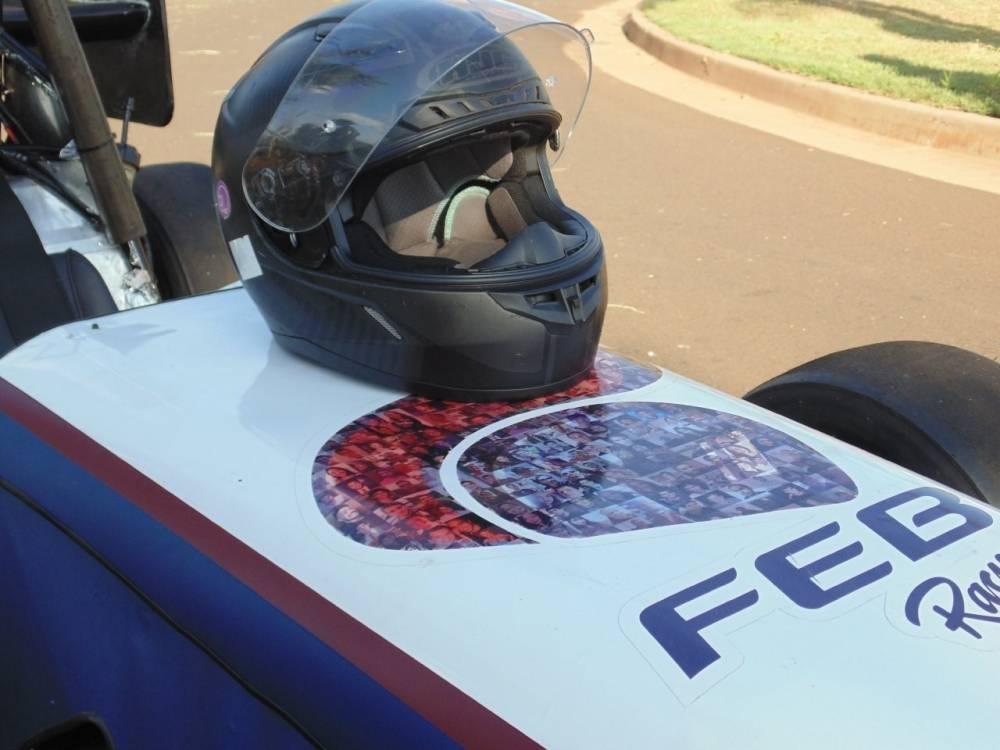 Fórmula SAE: Adaptações da equipe FEB Racing frente à pandemia.  O ano de 2020 trouxe inúmeros desafios, e a necessidade de inovação e rápida adaptação tornaram-se essenciais para darmos continuidade ao projeto.  [161169452116116945217679168137.jpg]