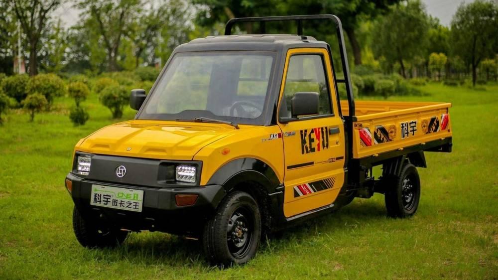 A recém-criada Keyu Electric Motors do Brasil anuncia o início de pré-venda da mini picape 100% elétrica Keyu EcoPick no país.  O picape foi projetada para uso indoor e, por não circular em ruas e avenidas, não necessita licenciamento ou CNH para condução. Velocidade máxima é de 50km/h. A Keyu Ecopick pode ser encomendada por R$ 59.970 e tem opções de locação também.  Pré vendas começando em 10 de maio e as entregas a partir de julho.  [162101530216210153021042284157.jpg]