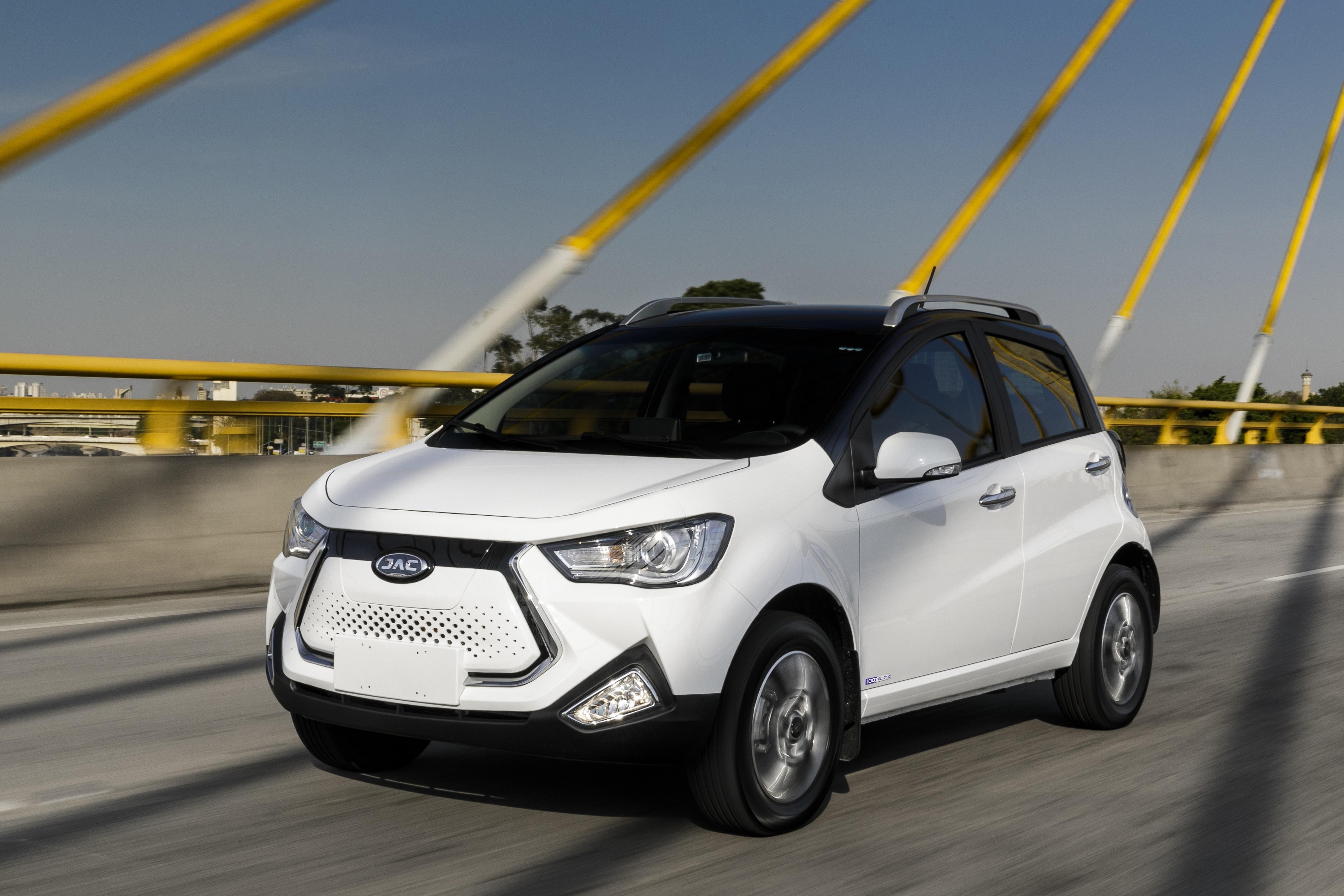 Especificações, preço, teste-drive carro eletrico JAC iEV 20 Brasil.