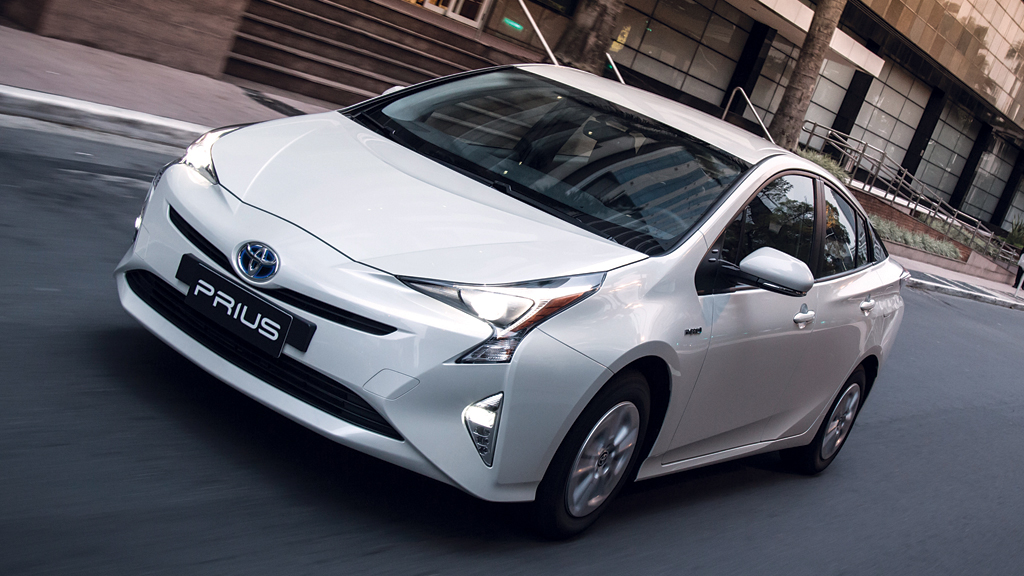 Especificações, preço, teste-drive carro hibrido Toyota Prius Brasil.