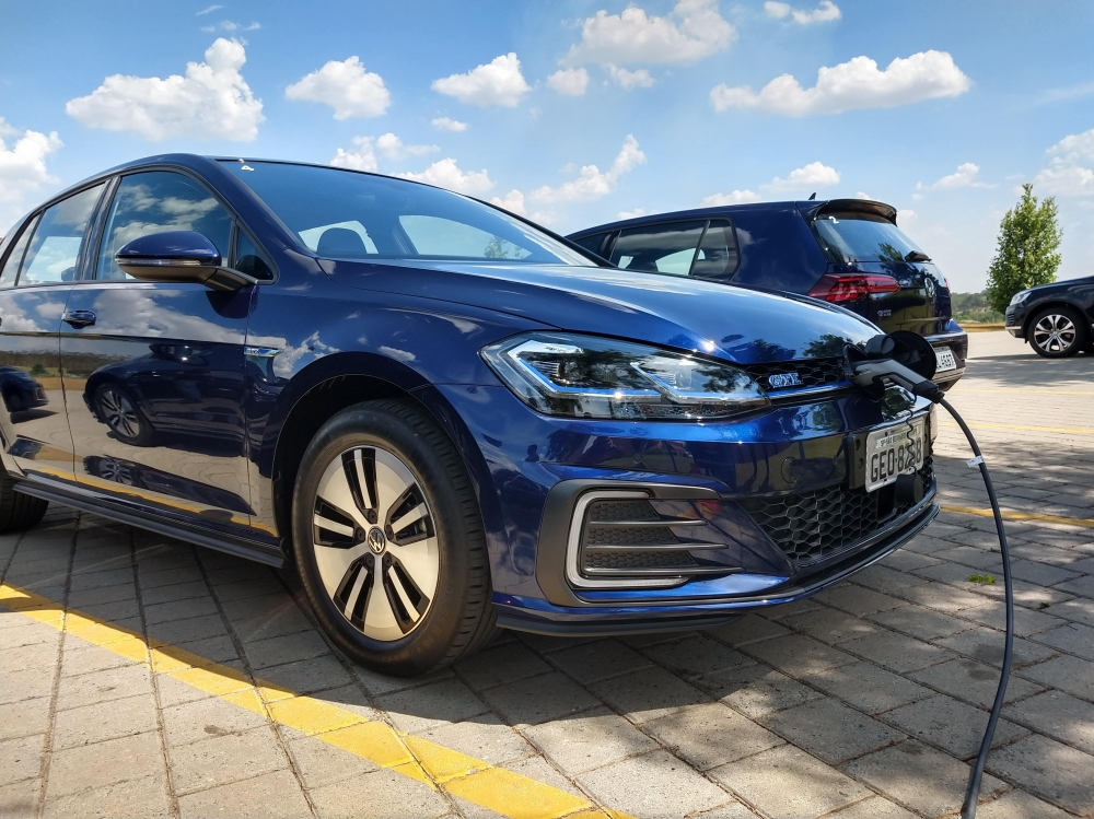Especificações, preço, teste-drive carro hibrido Volkswagen Golf GTE Brasil. [15729165251572916525242687774.jpg]