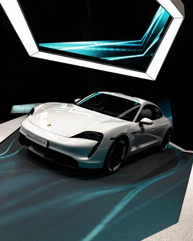 Fevereiro 2021: carros híbridos aumentando, 100% elétricos permanecem em alta causada pelo Porsche Taycan.
